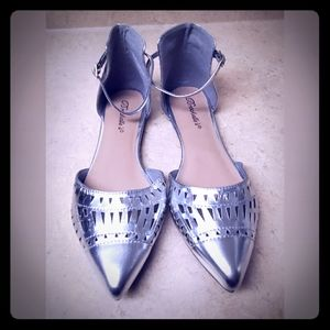 Breckelle's ~ Women's Silver Ankle Strap Sandals
